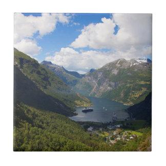 Paysage de fjord de Geiranger, Norvège Petit Carreau Carré