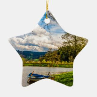 Paysage de forêt de lac ornement étoile en céramique