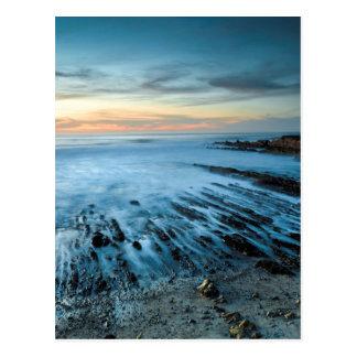 Paysage marin bleu au coucher du soleil, la cartes postales