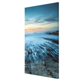 Paysage marin bleu au coucher du soleil, la toile