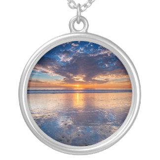 Paysage marin dramatique, coucher du soleil, CA Collier