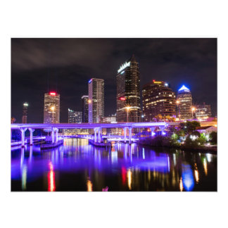 Paysage urbain avec la réflexion des lumières tirage photo
