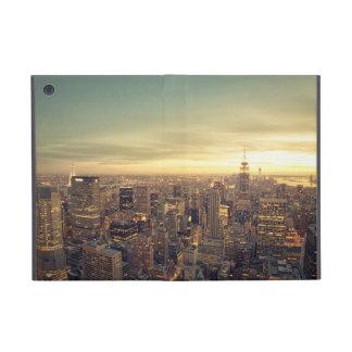Paysage urbain d horizon de gratte-ciel de New Yor Coques iPad Mini