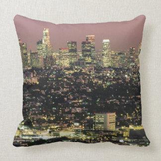 Paysage urbain de Los Angeles la nuit Coussin Décoratif