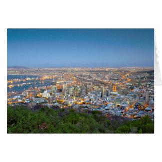 Paysage urbain de sommet de colline de signal au carte de vœux