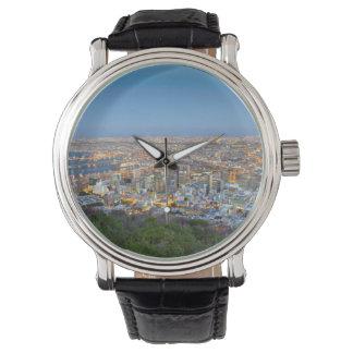 Paysage urbain de sommet de colline de signal au montres