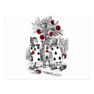 Peignant les roses rouges carte postale