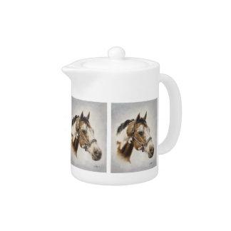 Peignez la théière de cheval