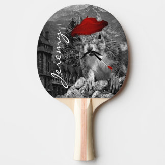 Peintre drôle d'écureuil avec le nom raquette de ping pong