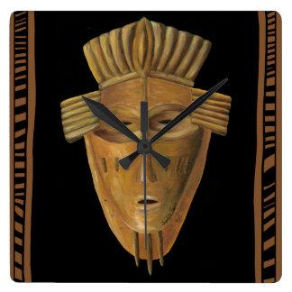Peinture africaine de masque par Chariklia Zarris Horloge Carrée
