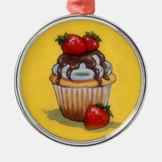 Peinture de petit gâteau, chocolat, fraises, art ornement rond argenté