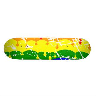 Peinture d'égoutture d'arc-en-ciel affligée planches à roulettes