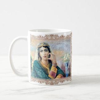 Peinture d'une belle tasse persane de fille