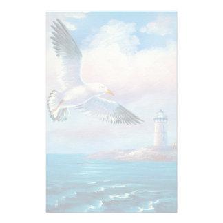 Peinture d'une mouette volant près d'un phare papier à lettre customisé