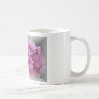 Peinture rose de bouquet floral tasse