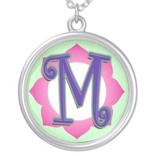 Pendentif initial de M