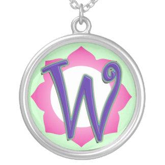 pendentif initial de W