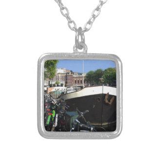 Péniche et bicyclettes, Amsterdam Collier