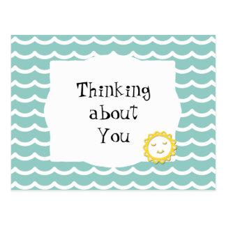Pensant à vous les vagues turquoises et le soleil carte postale