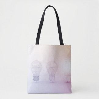 Pensée créative avec l'ampoule illuminée sac