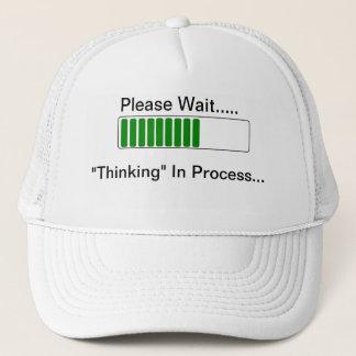 Pensée dans le casquette drôle de processus de