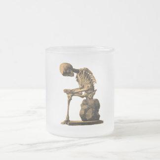 Penseur squelettique vintage mug en verre givré
