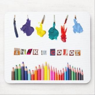 pensez en couleurs tapis de souris
