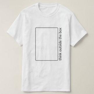 Pensez en dehors du T-shirt de boîte