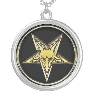 Pentagone étoilé d'or inversé de tête de chèvre pendentif rond