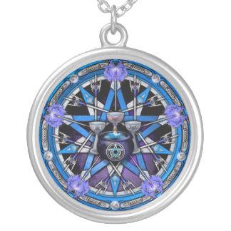 Pentagramme de calice et d'épées collier