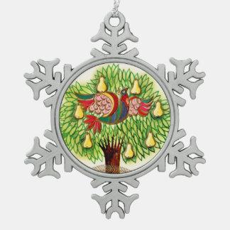 Perdrix de rouge bleu dans un poirier vert décorations de noël