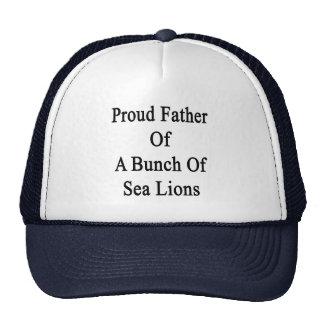 Père fier d'un groupe d'otaries casquettes