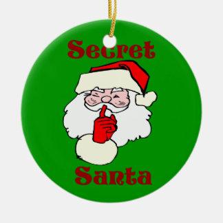 Père Noël secret sur le vert de Noël Ornement Rond En Céramique