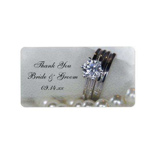 Perles de bagues à diamant épousant l'étiquette de étiquette d'adresse