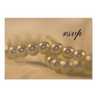 Perles tordues épousant la carte de réponse de