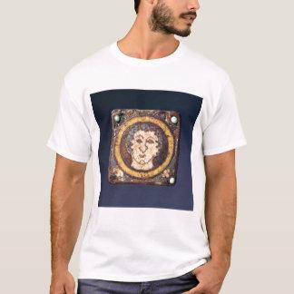 Péroné avec le visage d'un jeune homme t-shirt