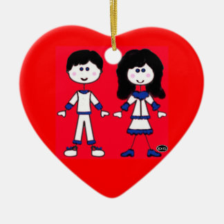 Personnages en allumettes de fille et de garçon ornement cœur en céramique