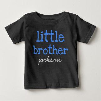 Personnalisé ajoutez un petit frère des textes t-shirt pour bébé