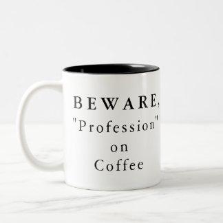 """Personnalisé prenez garde, """"profession"""" sur la tasse 2 couleurs"""