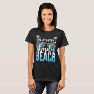 Personne aime un T-shirt louche de plage
