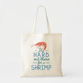 Personnes courtes drôles dur là pour une crevette sac de toile