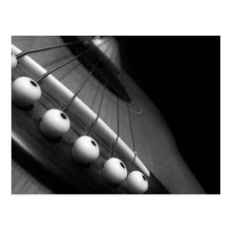 Perspective noire et blanche de guitare carte postale