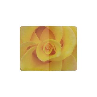 Pétales de rose jaunes romantiques carnet moleskine de poche