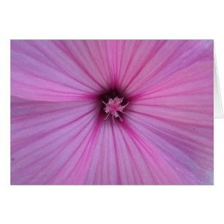 Pétales roses de coeur de fleur carte de vœux