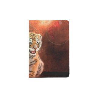 Petit bébé mignon de tigre protège-passeport