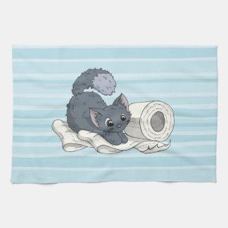 Petit chaton sur le papier serviette pour les mains