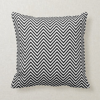 Petit coussin noir et blanc d'impression de zigzag