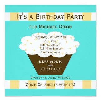 Petit gâteau adulte de fête d'anniversaire sur carton d'invitation  13,33 cm