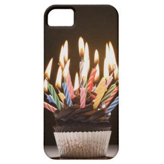 Petit gâteau avec des bougies d'anniversaire coques iPhone 5 Case-Mate