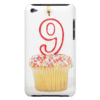 Petit gâteau avec une bougie numérotée 3 d'anniver coque iPod touch Case-Mate